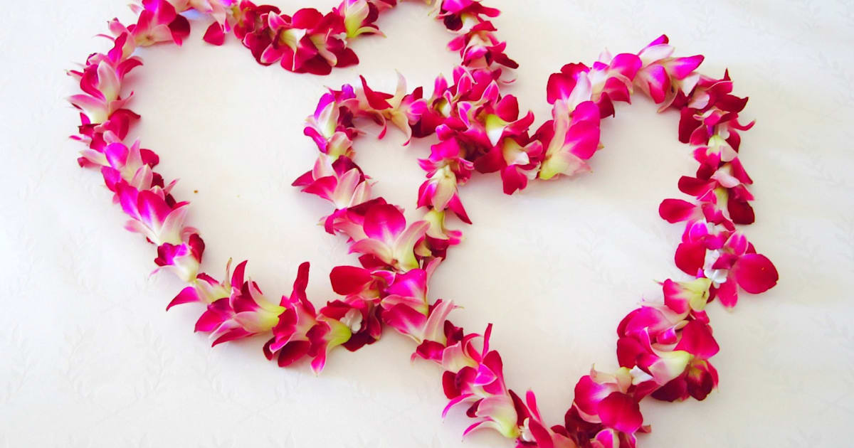Valentine\'s Day - \'Hallmark Holiday\' or Hallmark Tradition?