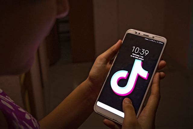Amazon bans TikTok on employee phones