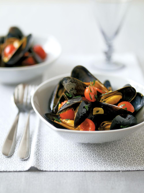 Mussels in Saffron Broth - AOL Living UK