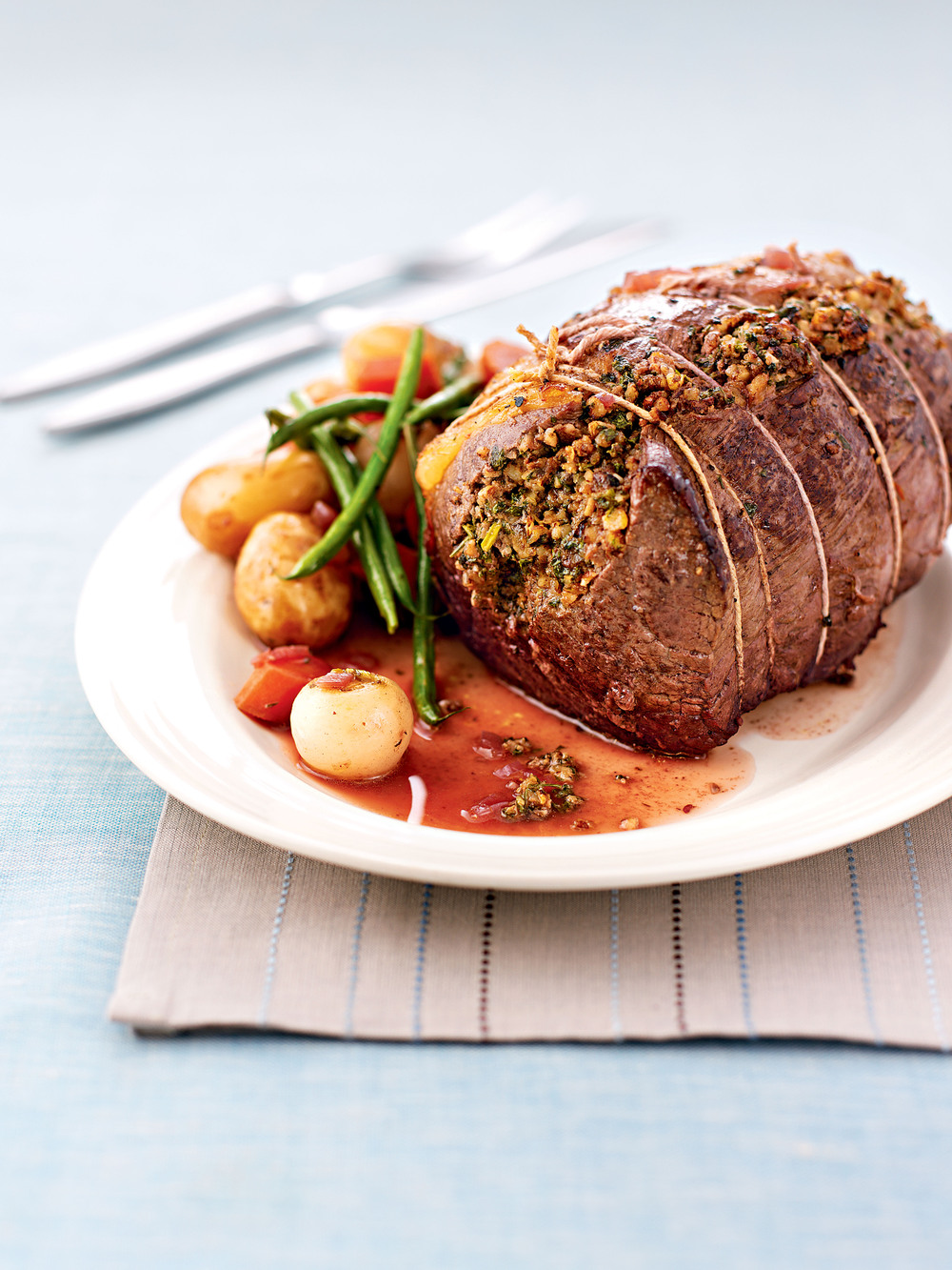 Beef with Walnut Pesto - AOL Living UK