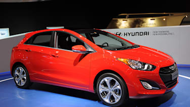 2016 Hyundai Elantra Gt Gets Refreshed With A Big New Face