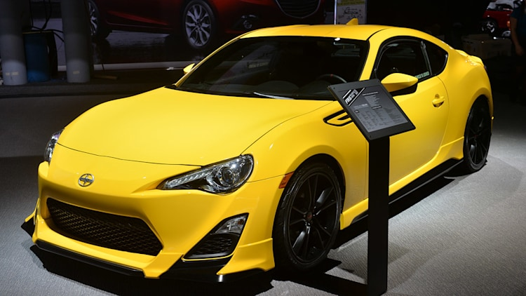 scion fr s release series 1 0 hits dealers with 29 990 msrp autoblog. Black Bedroom Furniture Sets. Home Design Ideas
