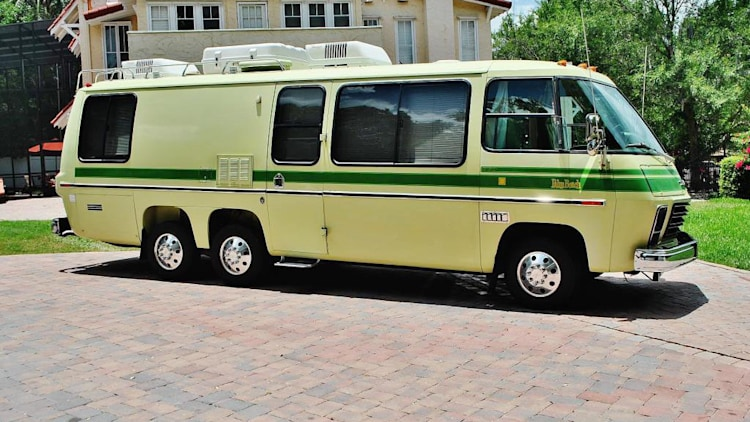 ebay find of the day 1976 gmc motorhome is a jolly green giant autoblog. Black Bedroom Furniture Sets. Home Design Ideas