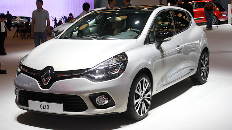 renault clio initiale paris does the classed up compact thing autoblog. Black Bedroom Furniture Sets. Home Design Ideas