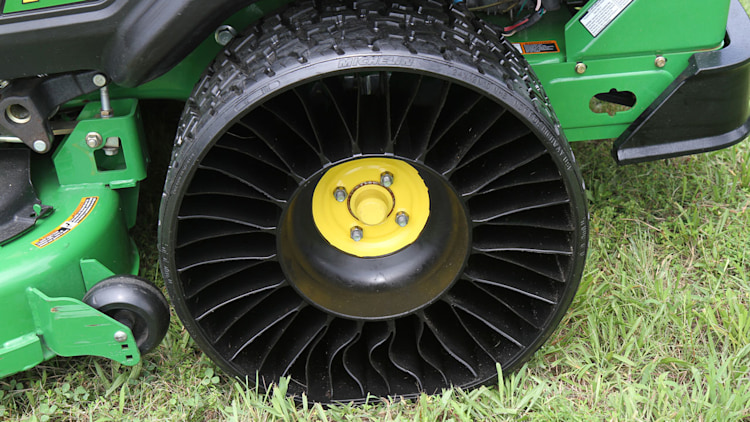 michelin announces tweel airless tire going into production in sc w videos autoblog. Black Bedroom Furniture Sets. Home Design Ideas