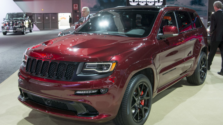 2016 jeep grand cherokee srt night puts on a dark face autoblog. Black Bedroom Furniture Sets. Home Design Ideas