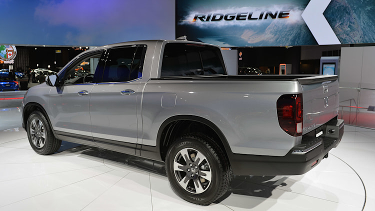 2017 honda ridgeline boosts fuel economy by 5 mpg autoblog. Black Bedroom Furniture Sets. Home Design Ideas