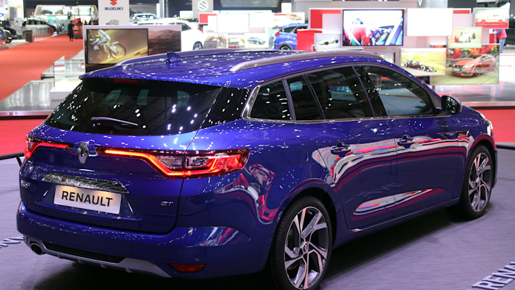 renault brings sporty megane wagon and opulent zoe to geneva autoblog. Black Bedroom Furniture Sets. Home Design Ideas