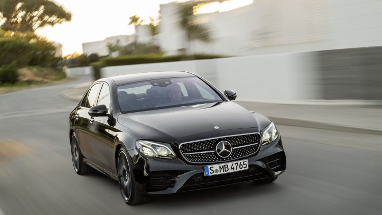 2017 mercedes amg e43 takes speed and style to new york autoblog. Black Bedroom Furniture Sets. Home Design Ideas