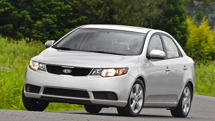 first drive 2010 kia forte a compelling new compact sedan option autoblog. Black Bedroom Furniture Sets. Home Design Ideas