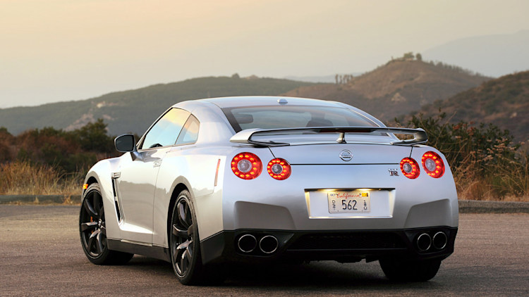 review 2010 nissan gt r does godzilla have a soul