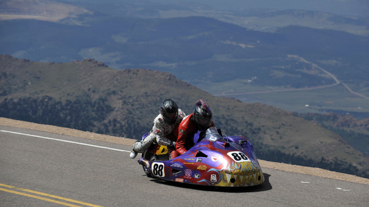 records snow fall at the 2012 pikes peak hill climb autoblog. Black Bedroom Furniture Sets. Home Design Ideas
