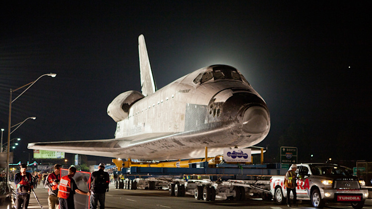 Watch a Toyota Tundra tow Space Shuttle Endeavour - Autoblog