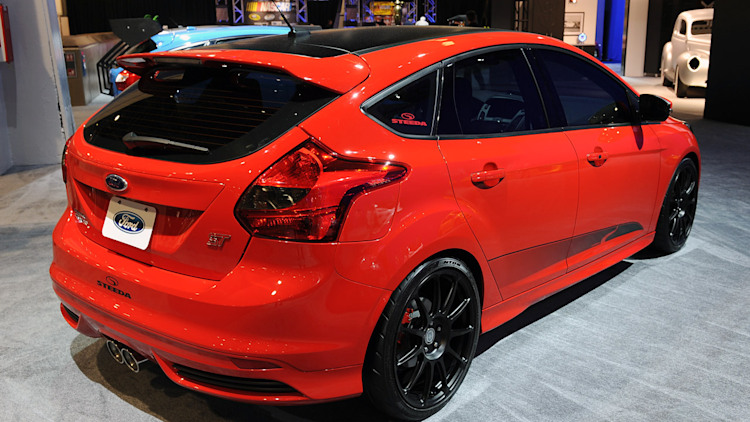 Ford Focus St Makes Presence Known With Five Custom Cars