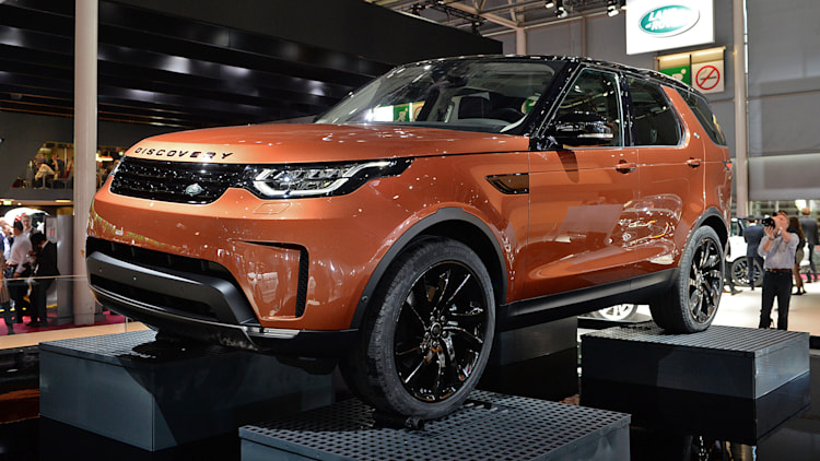 2018 land rover discovery paris 2016 photo gallery autoblog. Black Bedroom Furniture Sets. Home Design Ideas