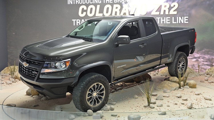 your badass off road diesel chevy colorado zr2 is here autoblog. Black Bedroom Furniture Sets. Home Design Ideas