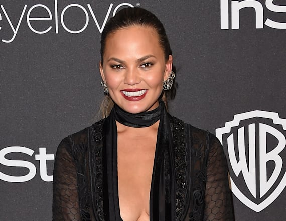 Chrissy Teigen posts picture of stretch marks
