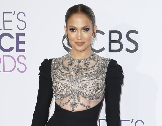 J.Lo turns heads at the 2017 People's Choice Awards