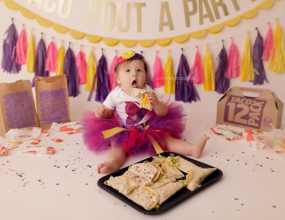 Baby gets Taco Bell-themed photoshoot