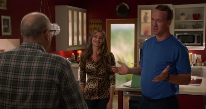 Watch Peyton Manning Intimidate Jay on 'Modern Family'