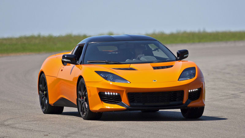 a lotus worthy of the legend 2017 lotus evora 400 first drive autoblog. Black Bedroom Furniture Sets. Home Design Ideas