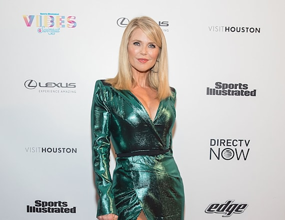 Sexy Stars: Christie Brinkley rocks thigh-high slit
