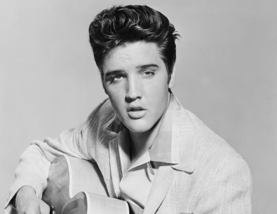 Photo has people claiming Elvis is alive