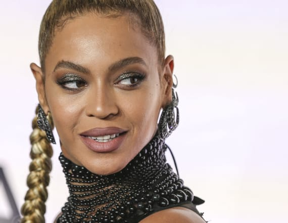 Beyoncé wore a $12 million necklace to the Grammys