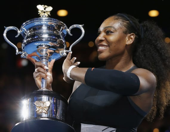 Serena Williams beats sister Venus, breaks record