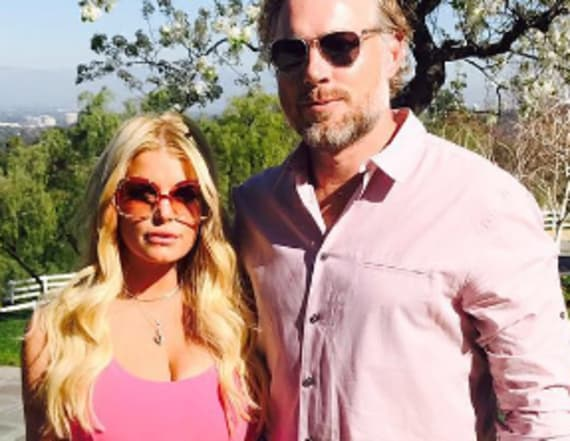 Jessica Simpson packs on PDA with hubby