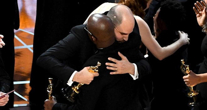 Oscars 2017: 'Moonlight' and 'La La Land' Filmmakers Share the Love After Awkward Mix-Up
