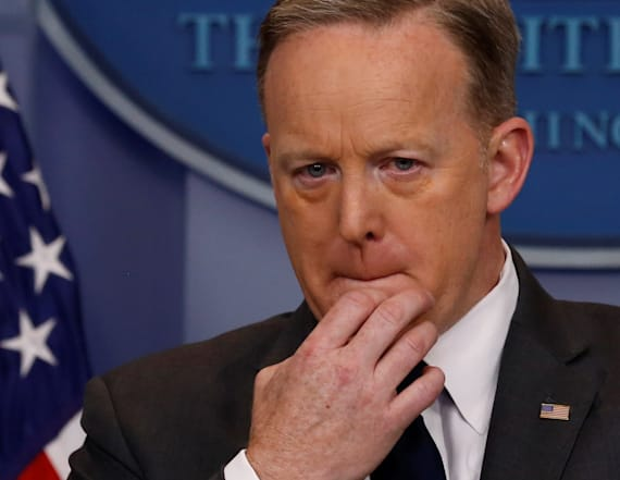 Object between Spicer's teeth sets Twitter on fire