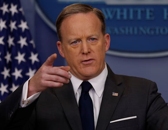 WATCH LIVE: Spicer holds daily White House briefing