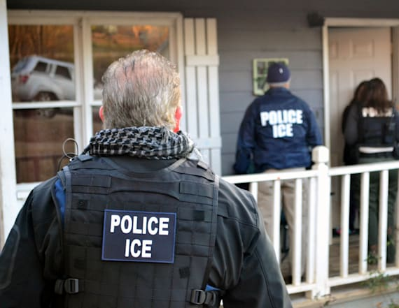 Secret groups warn immigrants about raids