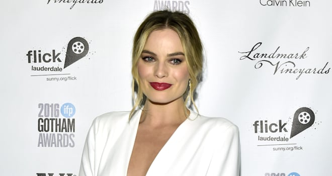 Margot Robbie to Fight a War in 'Robin Hood'-Inspired Film 'Marian'