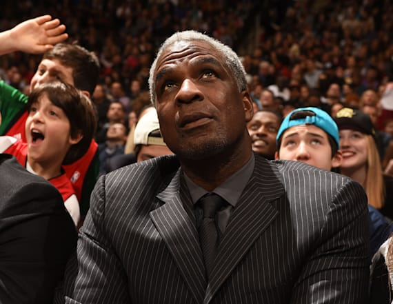 Knicks lift ban on Charles Oakley after arrest