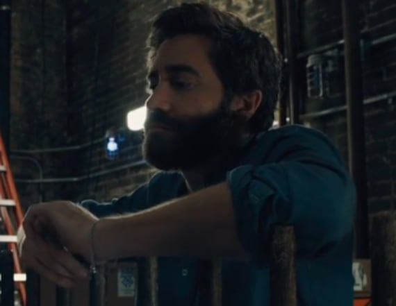 Jake Gyllenhaal shows off singing voice