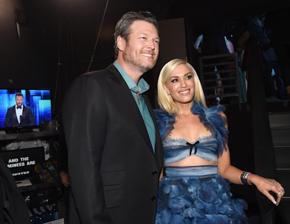 Blake Shelton surprises concertgoers with guest