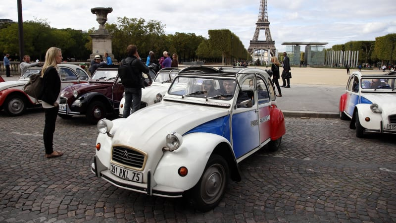classic collector cars won 39 t be banned from paris streets autoblog. Black Bedroom Furniture Sets. Home Design Ideas