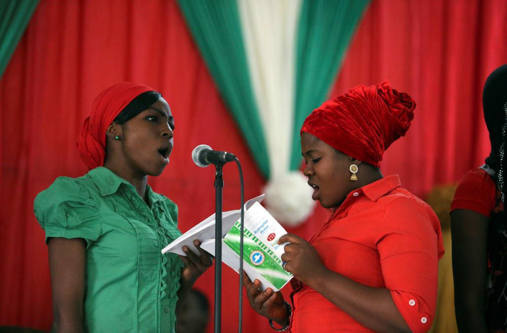 the latest 14e48 ad9e8 MAIDUGURI, Nigeria Dec 22 (Reuters) - Night markets, carol singers and even  Santa Claus hats have returned to northeast Nigeria s Maiduguri, in a sign  that ...