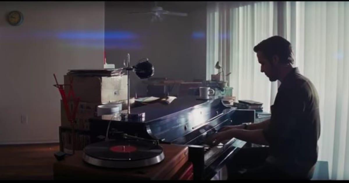 est ce vraiment ryan gosling qui joue du piano dans la la. Black Bedroom Furniture Sets. Home Design Ideas
