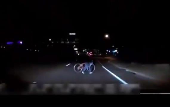 Uber自動運転車による死亡事故の車載カメラ映像を警察が公開 センサー反応せず、オペレーターはよそ見?