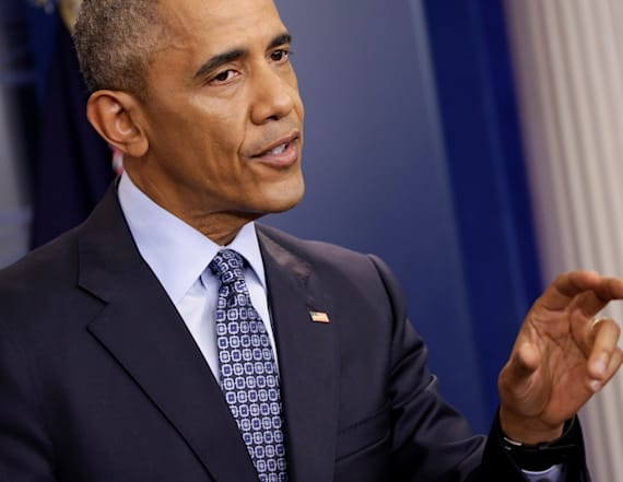 Obama commutes prison sentences for 330