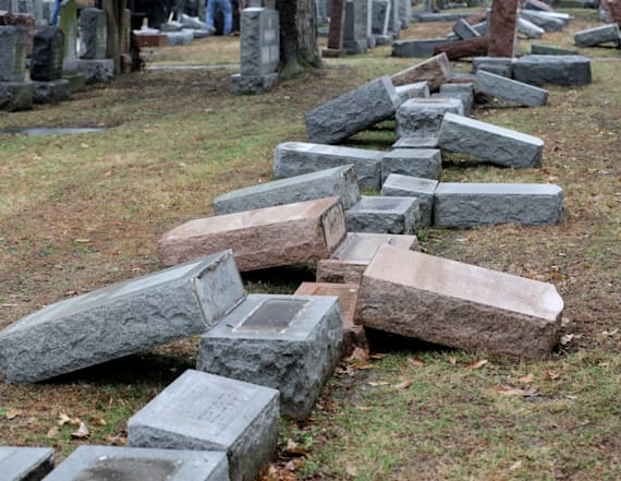 Pence joins cleanup at vandalized Jewish cemetery