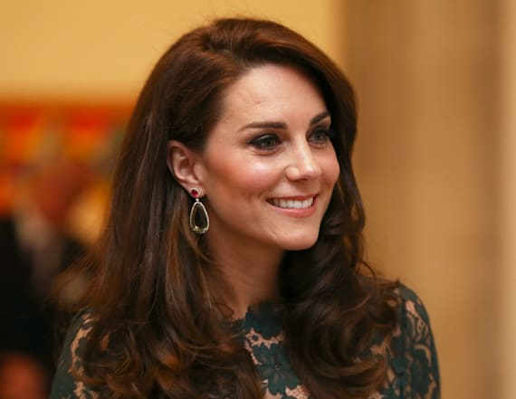 Duchess Kate chats with parents from son's school