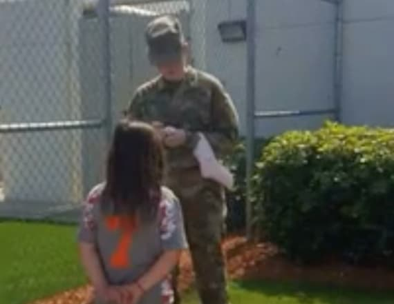 Girl, 7, asks for uniformed soldier's autograph