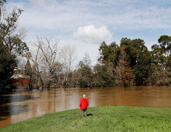 Thousands forced from homes in Calif. flooding
