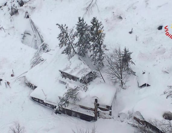 Avalanche hits Italy hotel, up to 30 feared dead