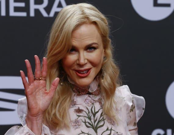 Nicole Kidman explains her bizarre clapping