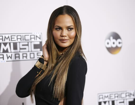 Chrissy Teigen shuts down mommy shamers